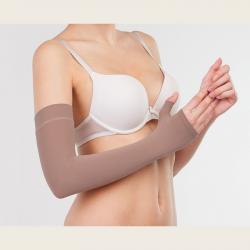 Компрессионный рукав после операции или для профилактики удлиненный с перчаткой 1  компрессии